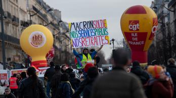 Macron arra kéri a sztrájkolókat, hogy ne tegyék tönkre a karácsonyt