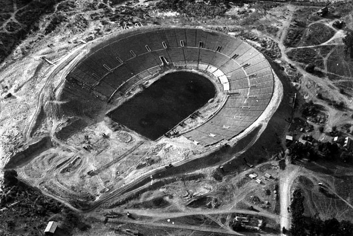 A Rose Bowl 1921-ben, az építés közben