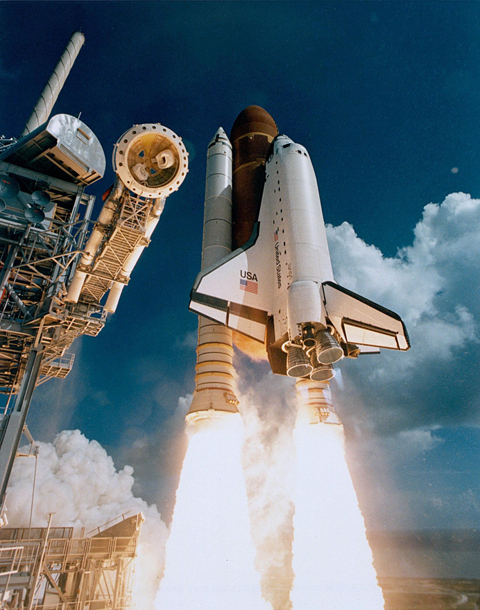 1985. október 3. Lenyűgöző fotó az amerikai űrsiklóflotta negyedik tagjának, az Atlantisnak első felszállásáról.