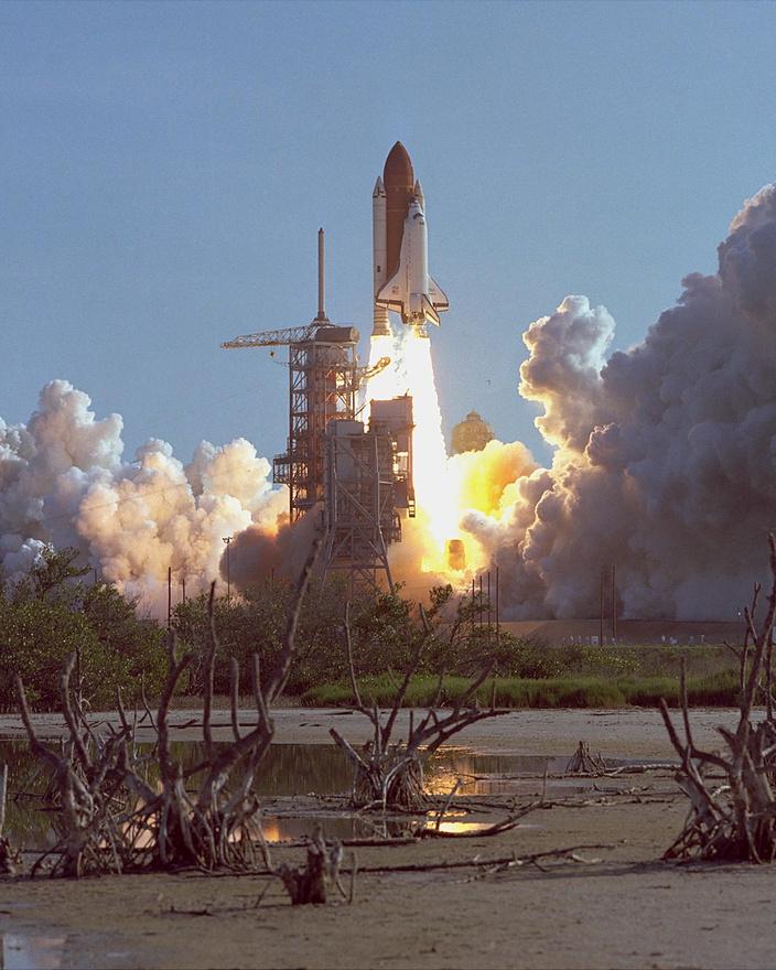 1984. augusztus 31. Az amerikai űrsiklóflotta harmadik tagja, a Discovery első útjára indul.