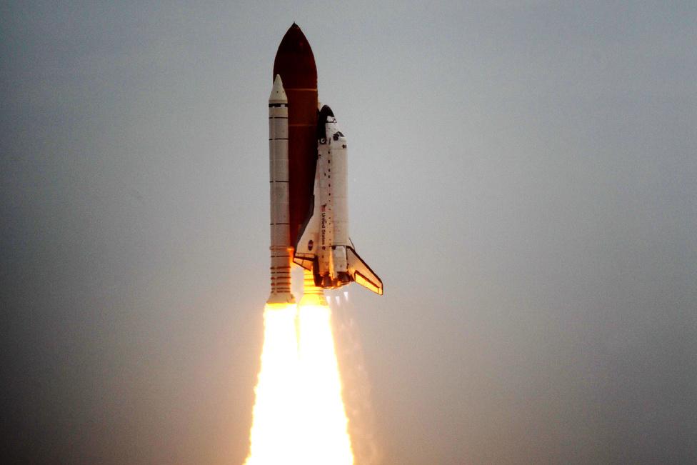 2012. július 8. Az STS-135-ös űrsiklóküldetés startja, az Atlantis utolsó útja, a Space Shuttle-korszakot lezáró repülés.