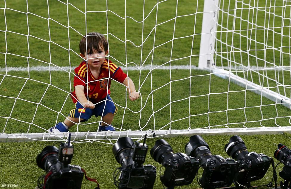 Torres kisfia, Leo, gólszerző papáját ünnepli