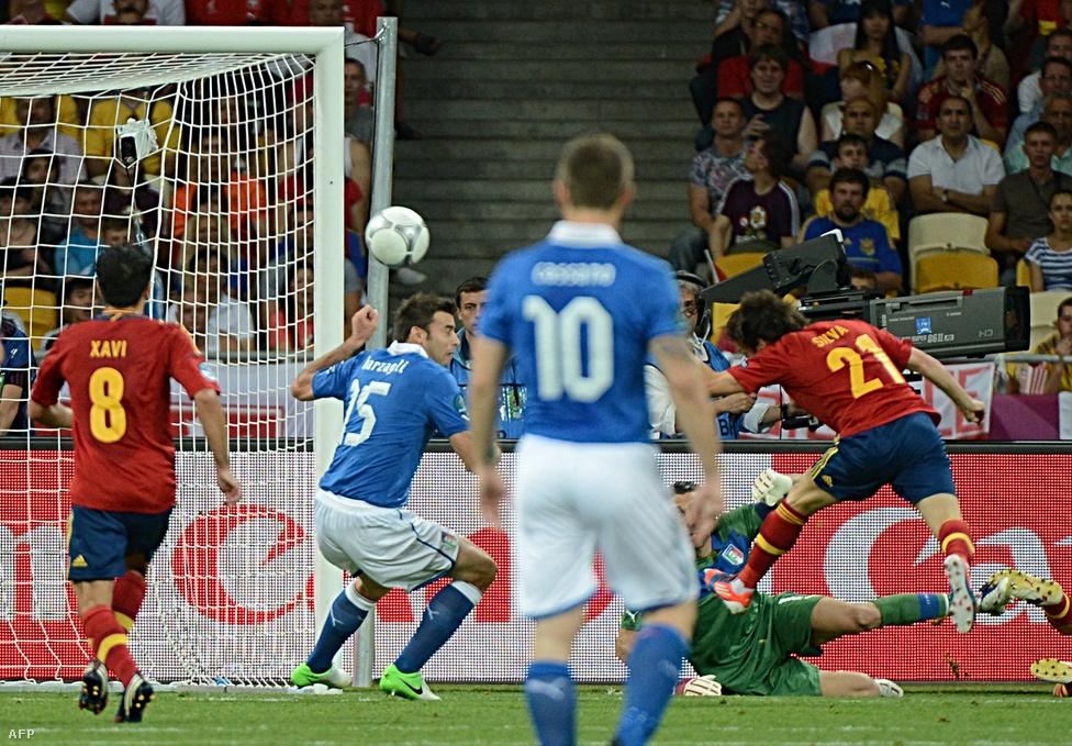 David Silva fejelte az első gólt