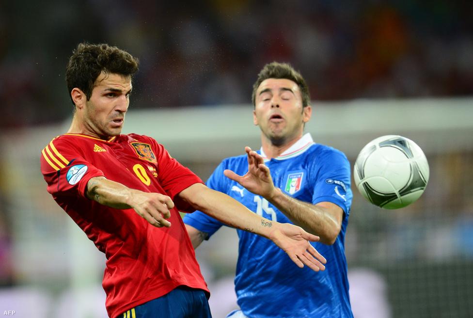 Fabregas és Barzagli, no meg a labda