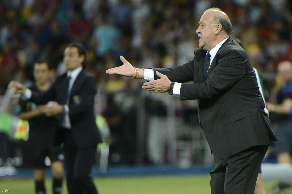 Vicente Del Bosque űzi, hajtja játékosait
