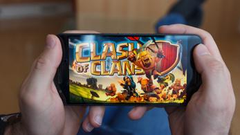 Euróezreket verhetett el Strache a pártja számlájáról a Clash of Clans nevű online játékra