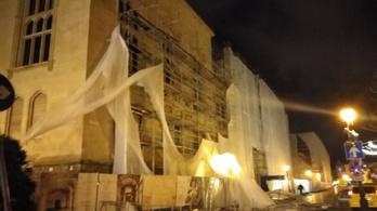 Lebontotta a szélvihar a leendő Pénzügyminisztérium fémállványzatát a Várban