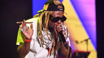 Drogokat és fegyvereket találtak Lil Wayne magánrepülőjén