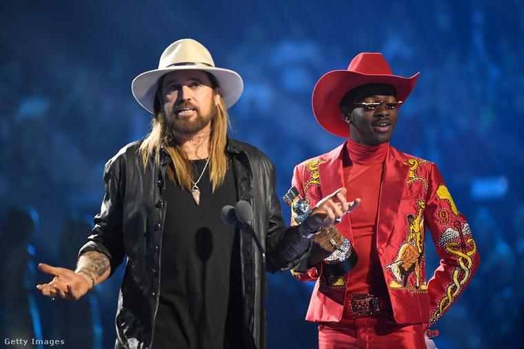 Na és milyen zenét hallgatott a világ 2019-ben? Hát egy veterán countryénekes és egy meleg, fekete rapper duettjét, ez volt a trap-country stílusú Old Town Road