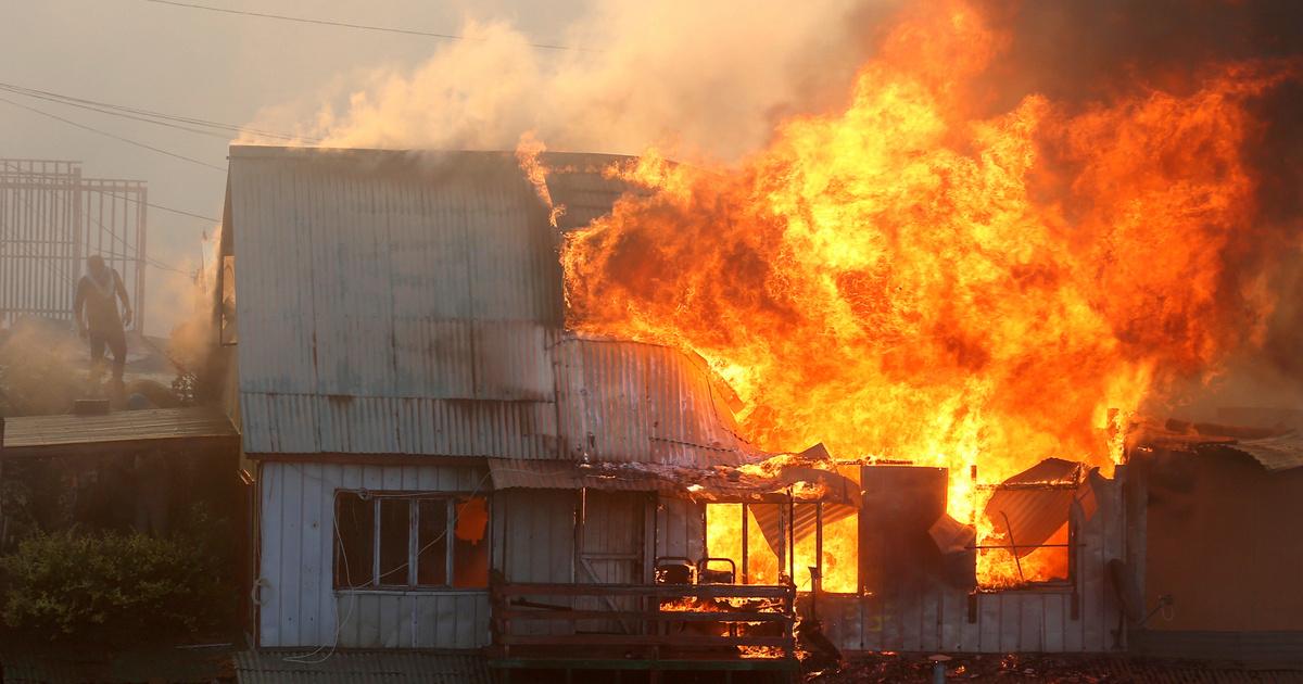 2019-12-25T002932Z 1049119419 RC202E9NM6BI RTRMADP 3 CHILE-FIRE