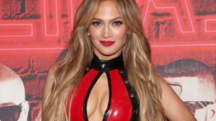 Candice Swanepoel toplessre váltott, Jennifer Lopez pedig a fenekét mutatta meg az ünnepi szellem jegyében