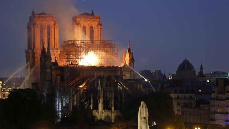 Nem biztos, hogy a Notre-Dame megmenekül a tűzvész után
