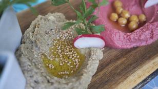 Ebből a legegyszerűbb a legfinomabb: gyors padlizsánkrém rozskenyérrel