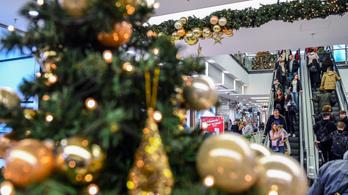 Több mint 100 milliárd forint ment karácsonyi ajándékokra