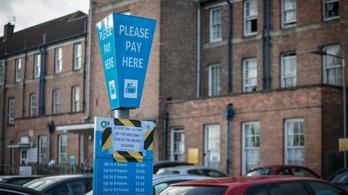 Ingyenessé tennék a kórházi parkolást Angliában