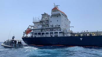 Japán rombolót, repülőket küld a Közel-Keletre