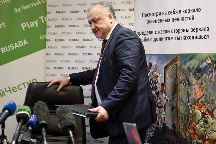 Jurij Ganusz, a RUSADA vezetője érkezik moszkvai sajtótájékoztatójára 2019. december 27-én