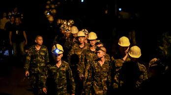 Meghalt egy kommandós, aki részt vett a thaiföldi barlangi gyerekmentésben