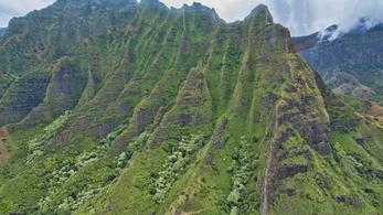Lezuhant egy túrahelikopter Hawaiin