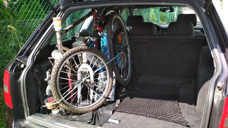 Két bicikli, plusz négy ülőhely. Ezt azért nagyon tudta az Audi kombi
