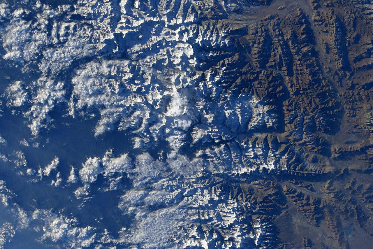 A Himalája hegyei, középtájt a Csomolungma