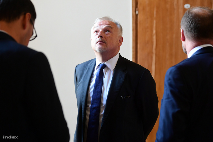 Hernádi Zsolt a 2018-as tárgyalásának szünetében augusztus 23-án