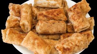 Darált hússal és káposztával töltött vega palacsinta rántva – céklás-majonézes mártással a legfinomabb