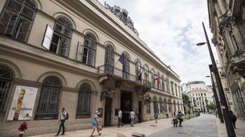 A kormány még gyorsan elszórt egymilliárdot a kultúrtao-pótlásra szánt pénzből