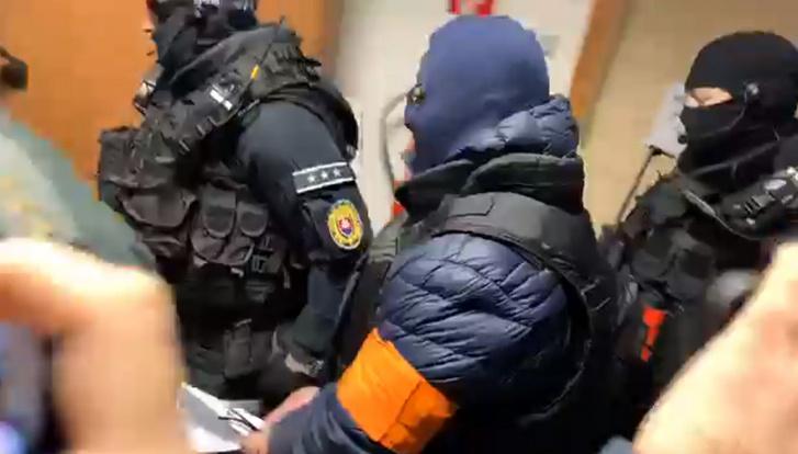 Andruskó Zoltán érkezik a tárgyalásra 2019. december 30-án