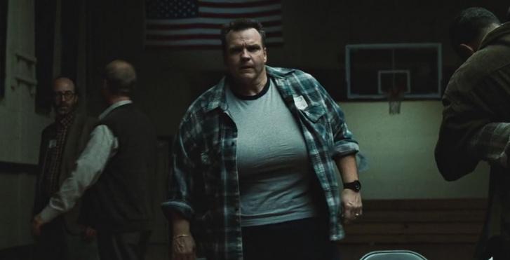 Meat Loaf az ösztrogéntől megnőtt férfimelleivel a Harcosok klubja című filmben