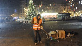Reggel hattól eltakarítják a szilvesztert Budapest utcáiról