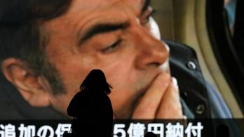 Japánt sokkolta, hogy a csalással vádolt Nissan-vezér egyszerűen meglóghatott