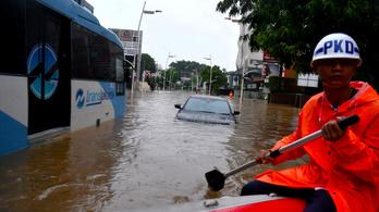 Tovább nőtt a jakartai árvíz halálos áldozatainak száma