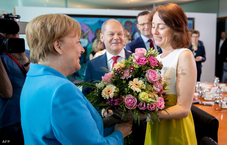 Angela Merkel (balra) és Katarina Barley a heti kabinet találkozón még 2019. júniusában