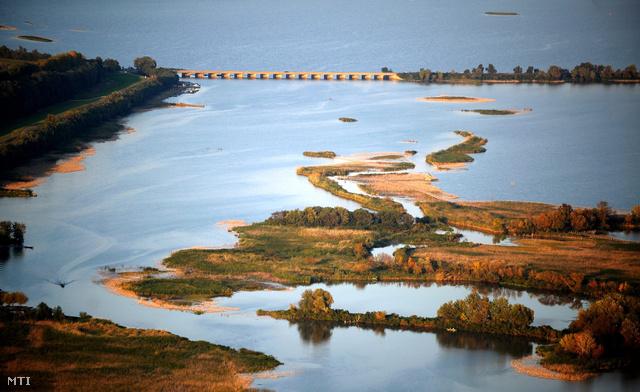 A Tisza-tó részlete a Heves megyei Poroszló közelében