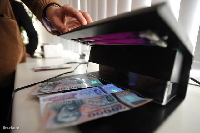 Szabad szemmel nem látható védelem a pénzeken