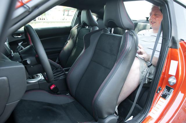 Be lehet ülni hátra, csak akkor nem lehet elöl vezetni