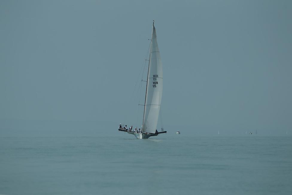 A leggyorsabb egytestű hajótípus, a Balatonon ritka libera osztály egyik tagja.