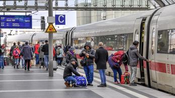 A klímavédelem miatt olcsóbb jegyekkel népszerűsítenék a vonatozást Németországban