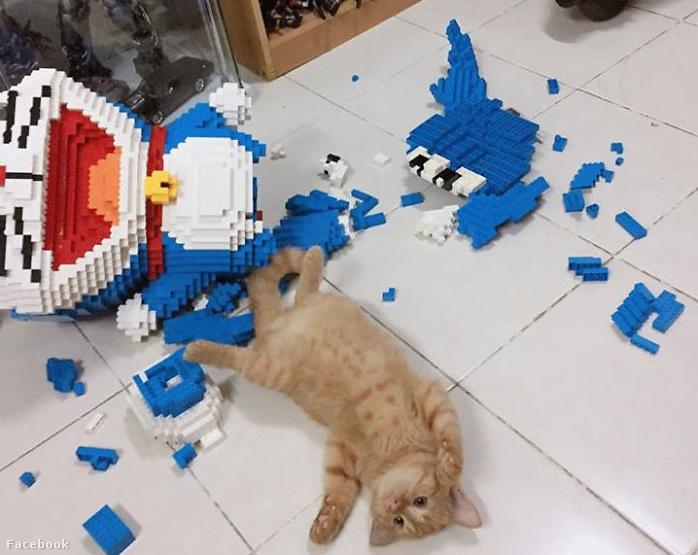 cat-destroys-doraemon-figure-3-5e0c5cad5ea33  700