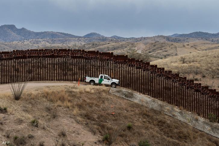 Határőr a nogalesi amerikai - mexikói határon
