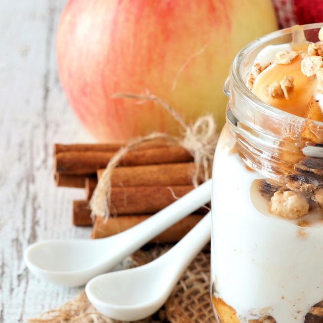 Gyors, egyszerű, sütés nélküli krémes, almás pohárdesszert