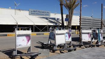 Rakétatámadás miatt megint bezárták Líbia egyetlen repterét