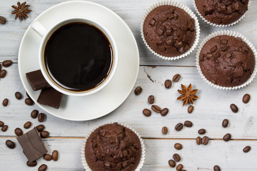 30 perces csokis, kávés muffin: mérd ki bögrével a hozzávalókat