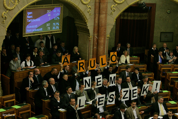 """Opposition MPs holding up signs reading """"I will not be a traitor"""" as Parliament votes about Hungary's new Fundamental Law."""