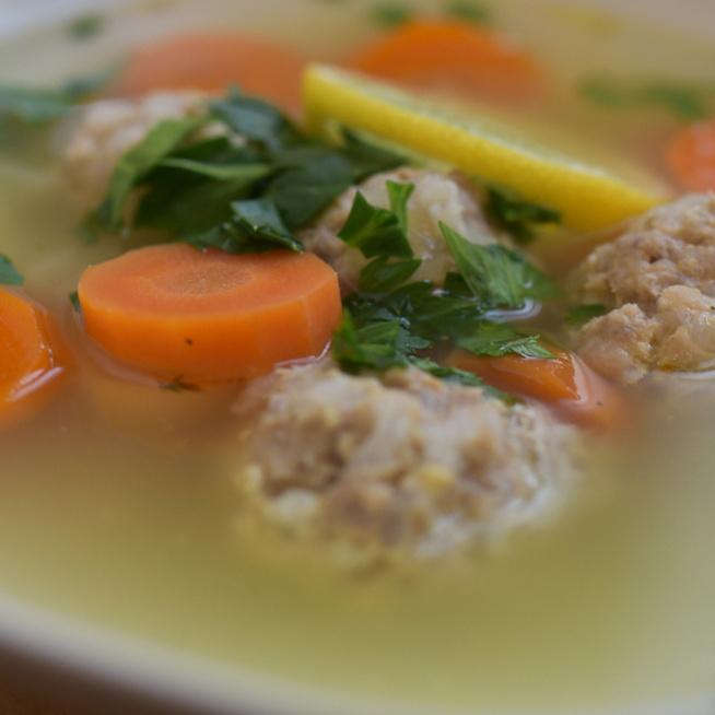 Húsgombócos csorba leves - Lefirkantott erdélyi recept alapján