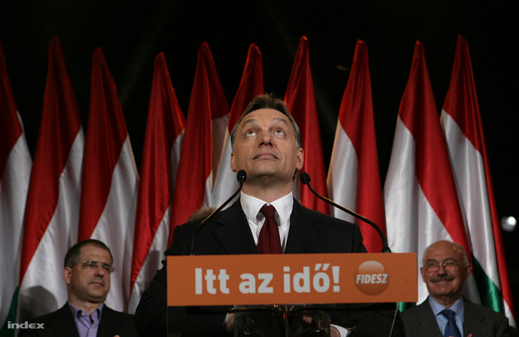 Viktor Orbán speaking at Fidesz's gathering on Vörösmarty square on the eve of the second round of the 2010 general elections