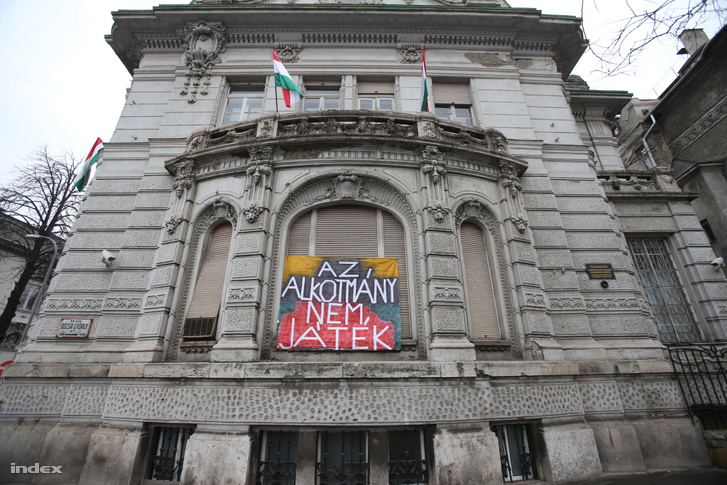 """Protest sign on the Fidesz HQ reading """"The constitution is not a toy"""" on 7 March 2013."""