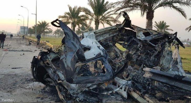 Kászim Szulejmáni iráni tábornok kiégett autója Bagdadban az amerikai légi csapás után.