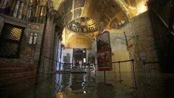 Átlátszó műanyag fallal védenék a Szent Márk-bazilikát